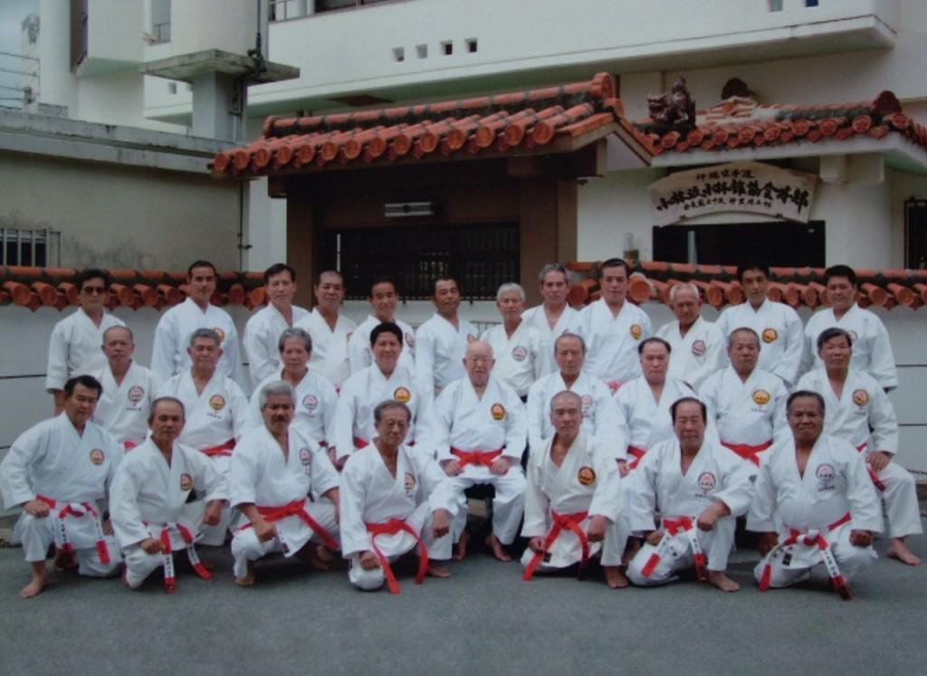 El maestro Shugoro Nakazato y sus alumnos 7º,8ºy9ºDanes de Okinawa