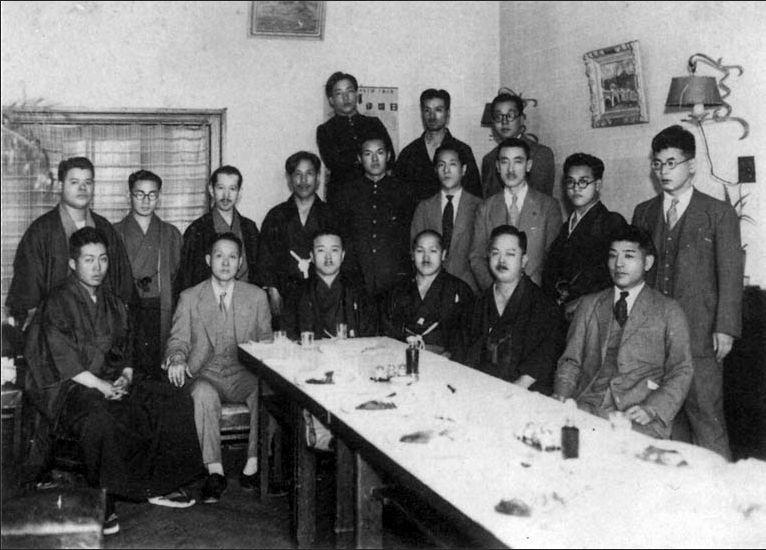 after the 1938 Butokusai with Tatsuo Yamada, Hironori Ohtsuka, Yasuhiro Konishi, Sannosuke Ueshima, Kenwa Mabuni, Gogen Yamaguchi, Neichu So from the book, Jissen Kenka Karateka Retsuden